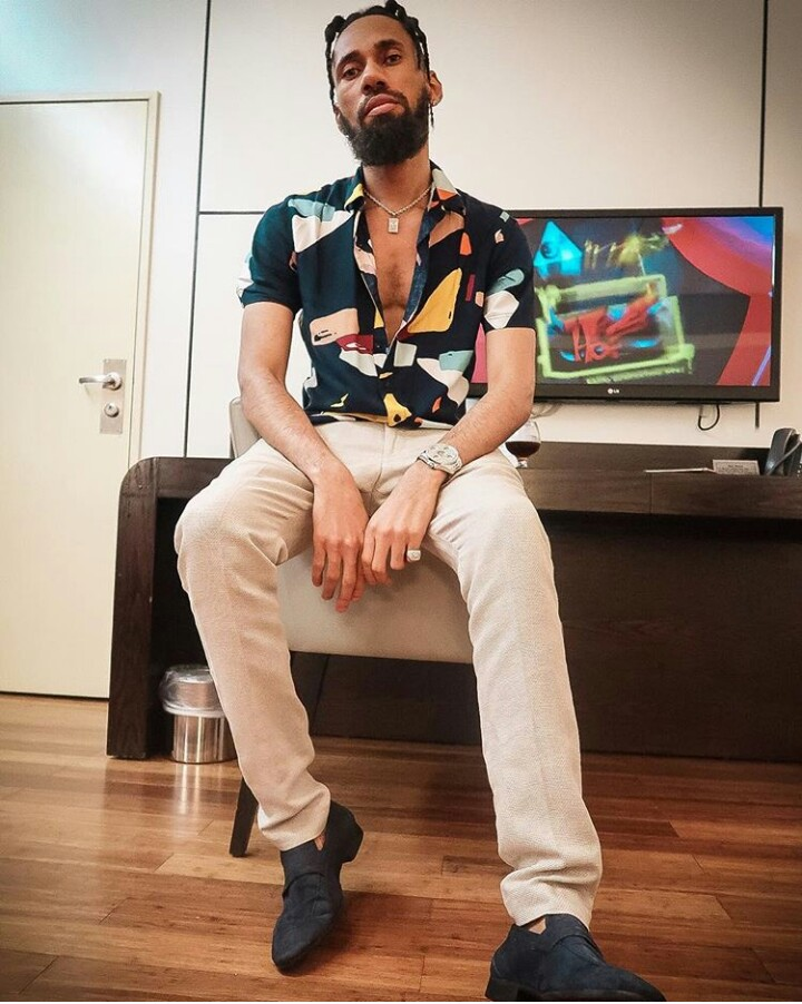 Photo of Rapper Phyno caught fighting in public with a journalist who said he had a disappointing year