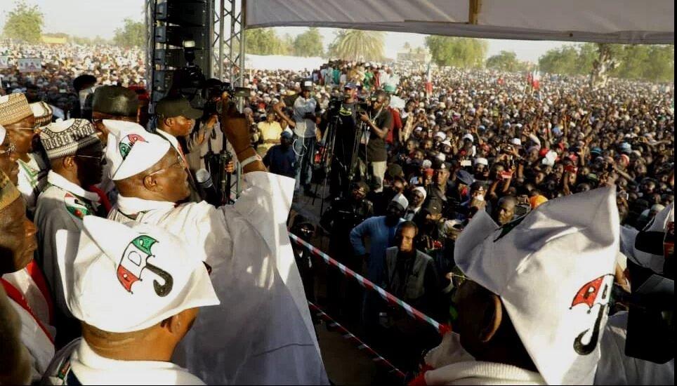 Photo of Buhari, APC frustrated with Atiku's popularity – PDP