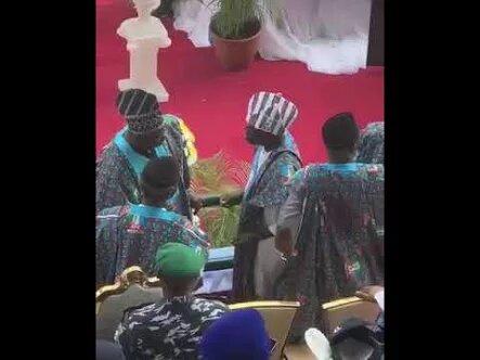 Photo of Tinubu captured lambasting Amosun as crowd boo Buhari, Oshiomhole, others [VIDEO]