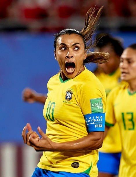 Photo of Marta breaks Klose's World Cup goal scoring record