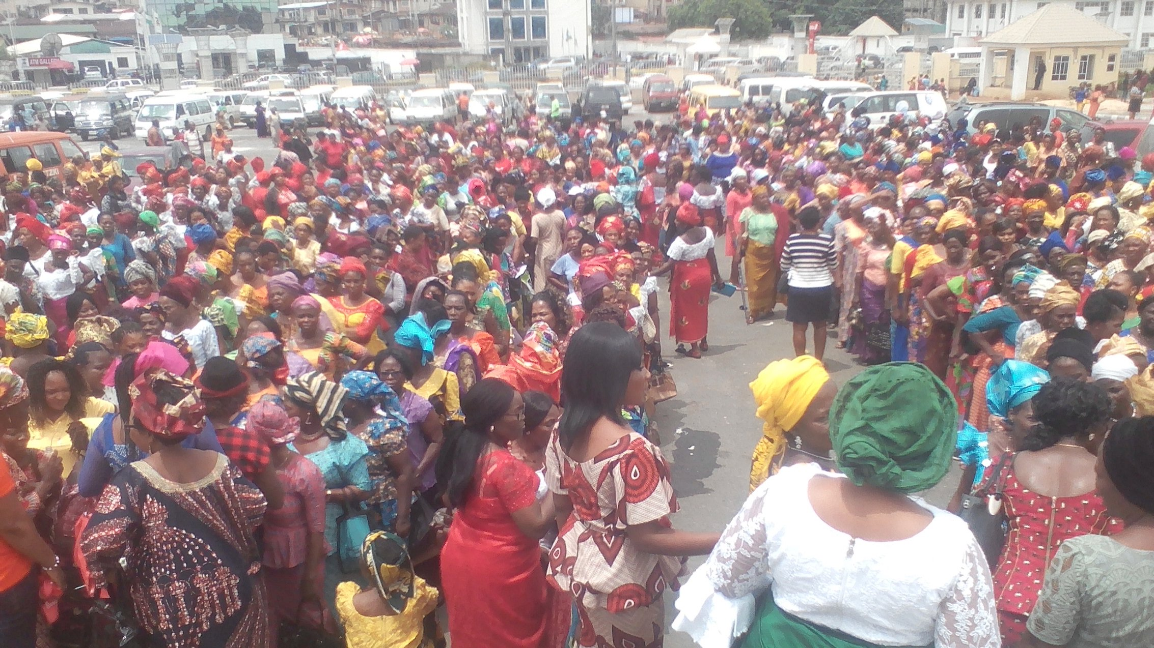 Photo of Imo women stage protest, give Ihedioha 72 hours to apologize to Okorocha's family over alleged harassment