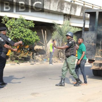 Photo of #Revolutionnow : Security Operatives Outnumber Protesters In Lagos State