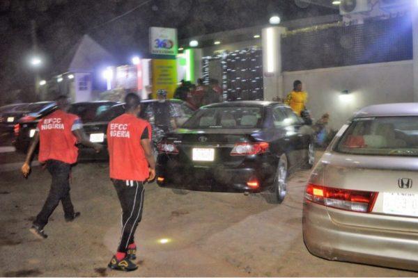 EFCC arrests 89 alleged Yahoo Boys at Ibadan night club