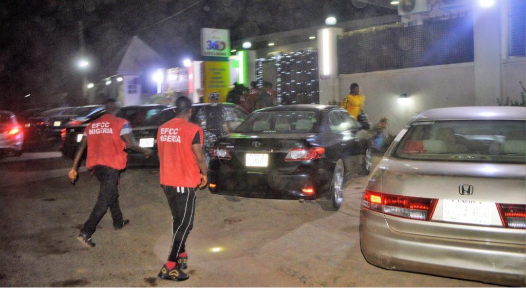 Photo of EFCC arrests 89 alleged Yahoo Boys at Ibadan night club