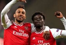 Photo of Arsenal fans go wild as Aubameyang 'blinks' to signal new contract signing