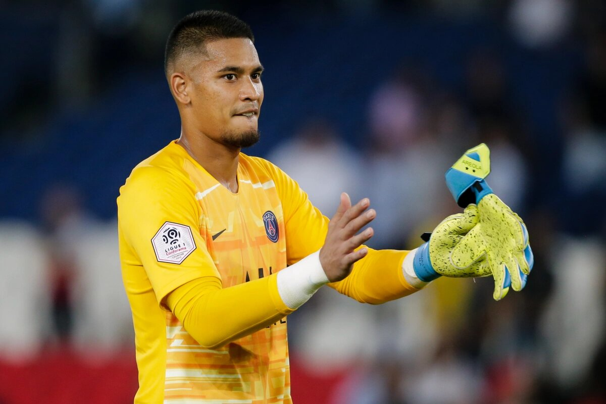Arsenal offered chance to sign Areola