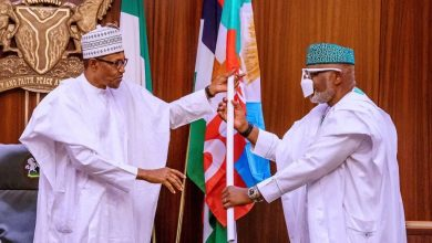 Photo of Buhari, Osinbajo Declares Victory For APC As Akeredolu Receives Flag