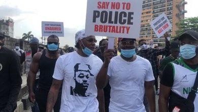 Photo of #EndSARS: Tiwa Savage, Toke Makinwa, Others Join Runtown For Protest   PHOTOS