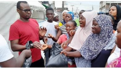 Photo of CEO Fitt Hotel and Lounge Mr. Feyisayo Adeniyi Donates to the People of ITIRE Community During COVID-19 and Peaceful Protest