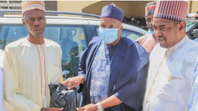 Photo of Man Who Trekked To Celebrate Buhari's Win in 2015 Gets a Car after Crying Out For Help