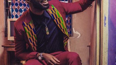 Photo of Ric Hassani robbed by alleged military officers