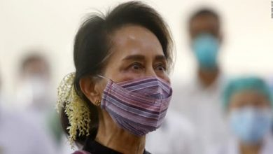 Photo of Aung San Suu Kyi hit with another charge as defiant protesters return to Myanmar streets