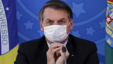 Photo of Brazil's Bolsonaro decides not to get vaccinated against Covid-19
