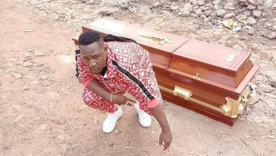 Photo of Kenyan artiste acquires his own coffin
