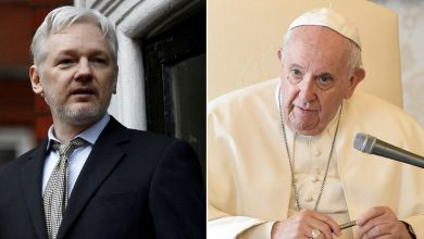 Photo of Pope sends Julian Assange personal message to his jail cell, says partner