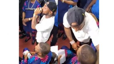 Photo of Davido serenades Yinka Ayefele at event in Ogun State