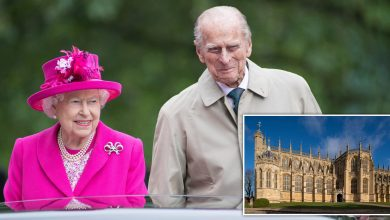 Photo of Queen Elizabeth carries out 1st in-person royal duty since Philip's death