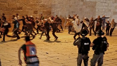 Photo of Hundreds injured after Israeli forces storm Al-Aqsa mosque in Jerusalem amid ongoing Palestinian protests
