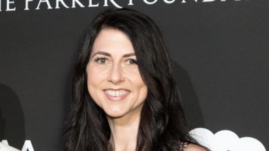 Photo of Bezos' ex-wife Scott gives millions to 2 Chicago colleges