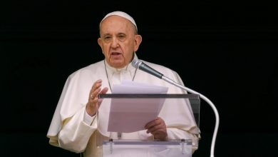 Photo of Pope pained by Canada deaths, but doesn't apologise